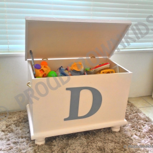 PERSONALIZED TOY / BLANKET BOX